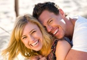 Мужчина с женщиной на пляже