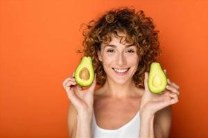 Отбеливающая маска для кожи лица из авокадо