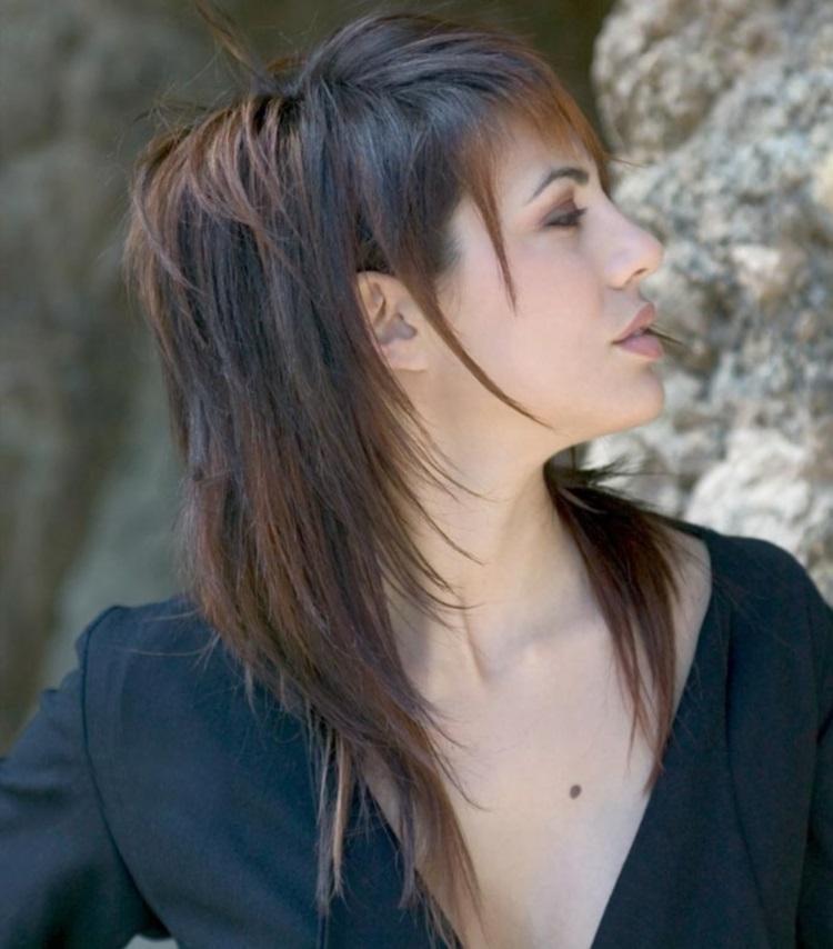 Каскад: стрижка с шапочкой на средние волосы