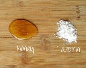Омолаживающая маска для лица с аспирином и медом