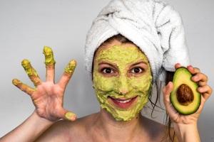 Тонизирующая маска для кожи лица из авокадо