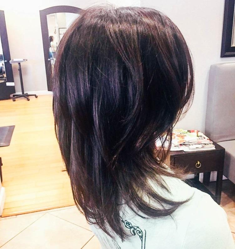 Каскад: стрижка на средние волосы