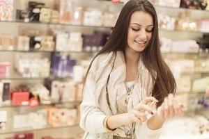 Как женщине выбрать духи