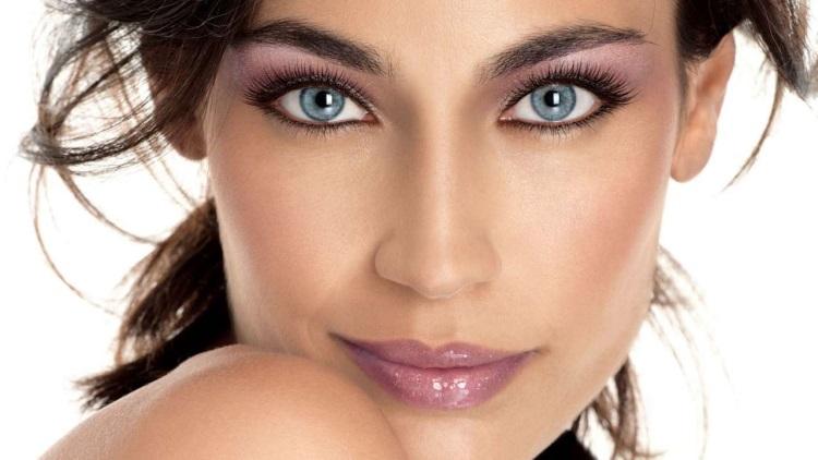 Голубые глаза: как выбрать помаду