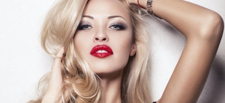 Красная помада: какие оттенки подойдут блондинке