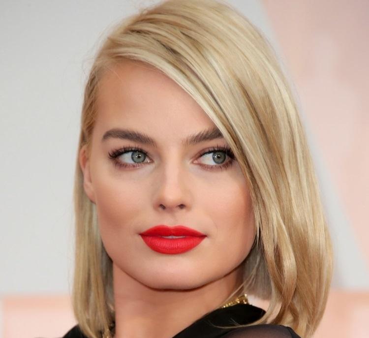 Красная помада: советы по выбору для блондинки