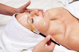 Очищение кожи лица в салоне красоты