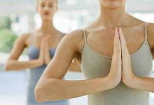 Комплекс упражнений для женщин для укрепления и увеличения груди