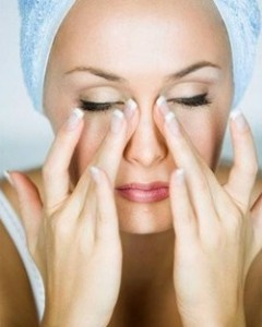 массаж кожи вокруг глаз