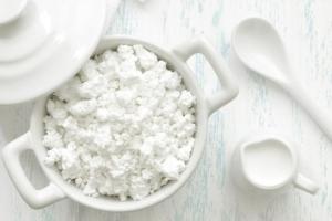 Маска от прыщей в домашних условиях: рецепт с кефиром и творогом