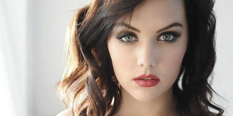 Макияж для зеленых глаз и темных волос - варианты с фото