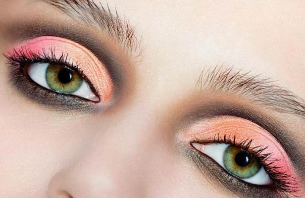 Большие зеленые глаза