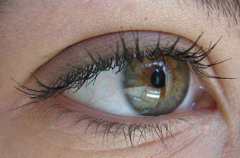 Визуальное уменьшение больших глаз