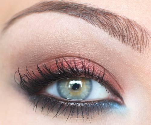 Макияж для глаз тепло-зеленого цвета