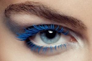 Светлый макияж для голубых глаз и другие варианты: какой подходит?