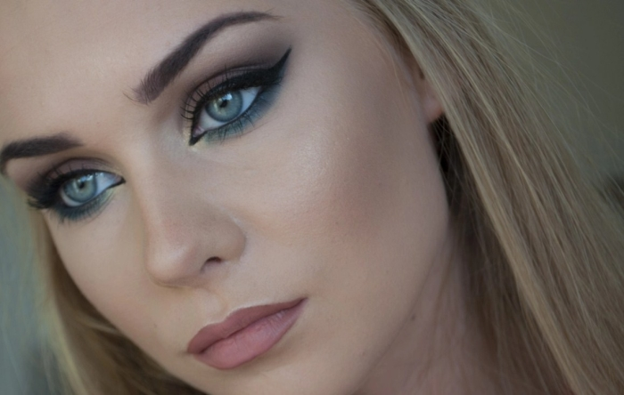 Светлый макияж для голубых глаз и другие варианты: со стрелками, фото
