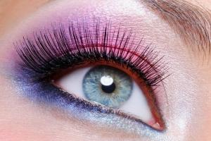 Светлый макияж для голубых глаз и другие варианты: как сделать дома