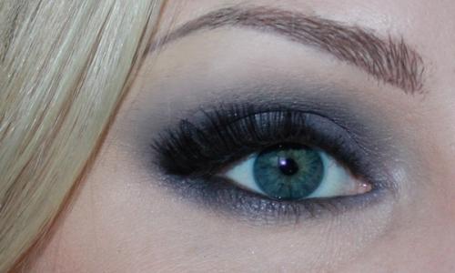 Фото варианта смоки айс для голубых глаз