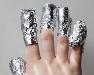 Пошаговая инструкция по удалению шеллака с ногтей с помощью фольги