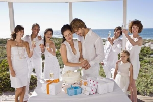 Сделать оригинальный подарок на свадьбу по доступной стоимости вполне реально