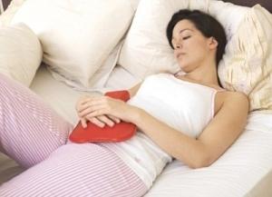 Тянущие боли внизу живота - частый ранний признак беременности