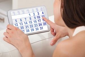 Через какое время после родов должны прийти месячные и какие факторы могут повлиять