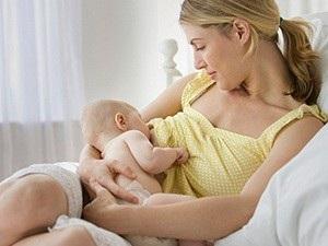 Через сколько времени после родов могут прийти месячные и как это связано с грудным вскармливанием
