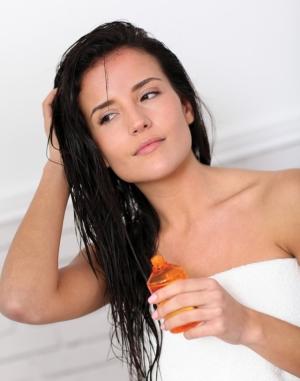 Как правильно наносить и смывать оливковое масло для волос?