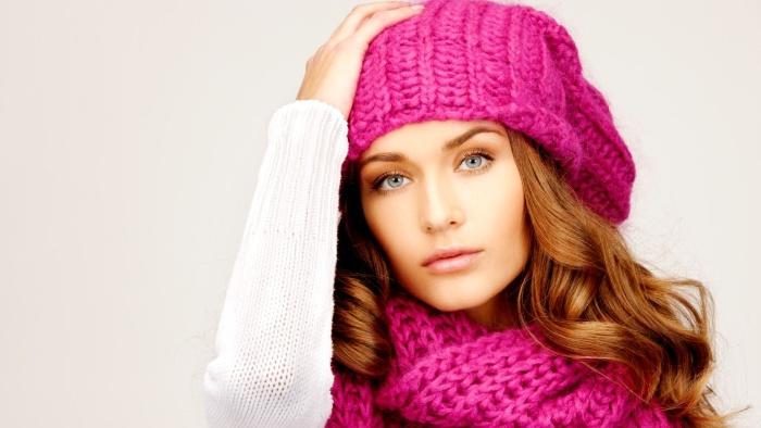 Шапка типа колокольчик подходит к классическому пальто для женщин