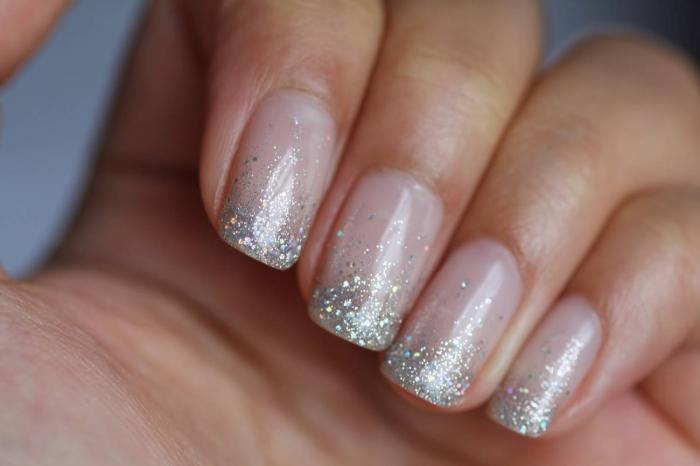 Красивые дизайны ногтей с блестками