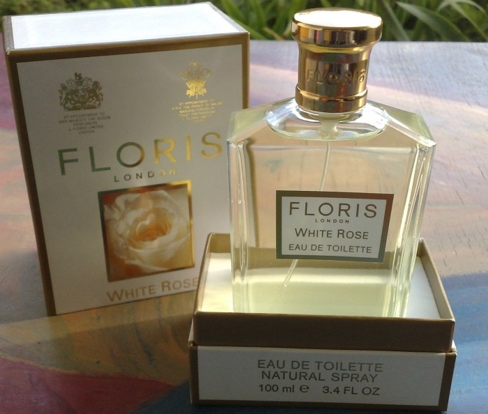 Пудровые духи White Rose Floris