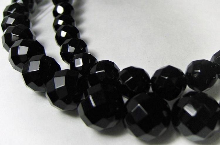 Черный оникс - камень защищающий женщин по знаку зодиака Козерог3,