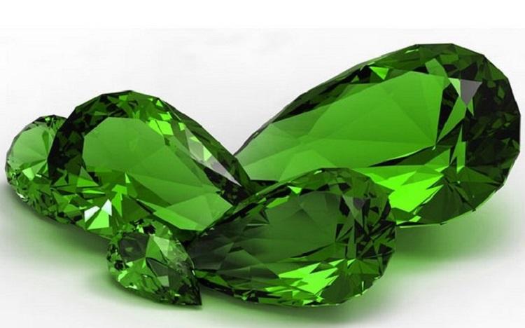 Драгоценый камень изумруд для женщины под знаком Весы