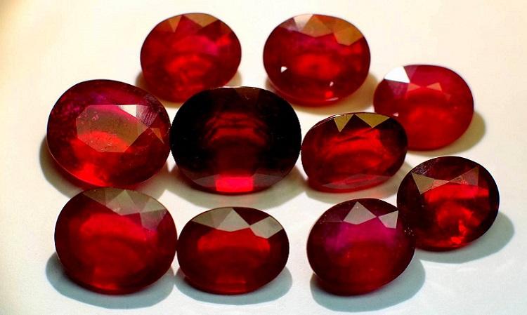 Рубин - главынй камень-талисман у женщин, рожденных под знаком Весы