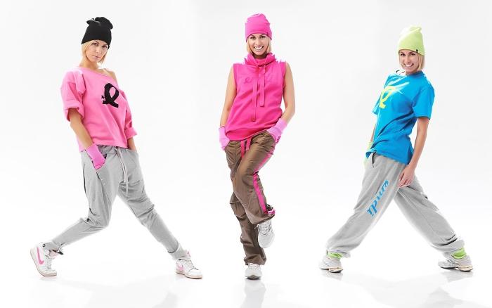 Сочетание цветов в одежде для женщин: спортивный стиль