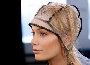 Мелирование волос через шапочку - как сделать в домашних условиях