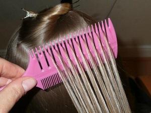 Мелирование волос дома с помощью расчески
