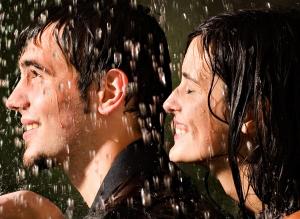 Мужчина Водолей и женщина Водолей: совместимость в любви и дружбе
