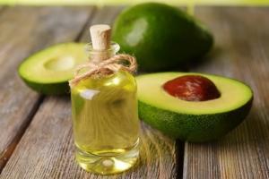 Масло авокадо для волос: как действует и чем помогает?