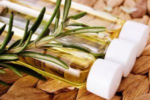 Эффективность масла розмарина для волос