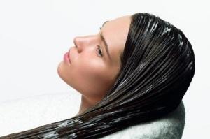Как использовать репейное масло для волос, правила нанесения и применение на ночь