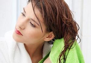 Особенности применения эфирных масел для ухода за поврежденными волосами