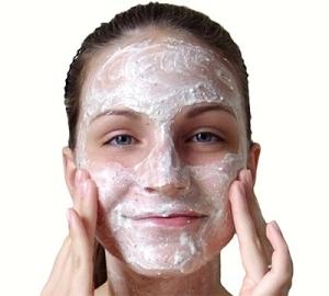 Хороший очищающий скраб для лица: правила применения