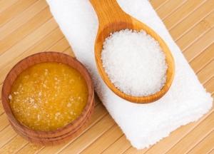 Лучший скраб для лица: морская соль и мед