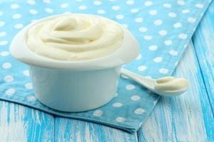 Скраб для лица из соды: рецепт со сметаной