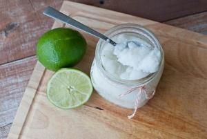 Скраб из сахара, меда и других ингредиентов для лица: рецепт отбеливающего