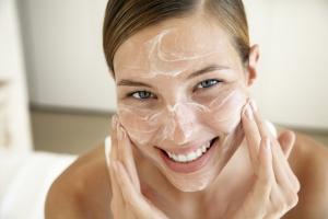 Скраб для лица из соды: польза средства для кожи разных типов