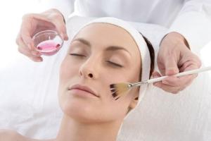 Пилинг и скраб для лица: способ проведения процедуры
