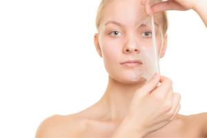 Пилинг для жирной кожи лица: разновидности