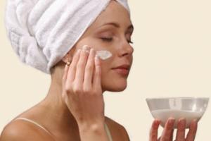 Пилинг для сухой кожи лица: разновидности